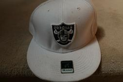 Oakland Raiders Reebok   Fitted Hat Size 7 3/8 White